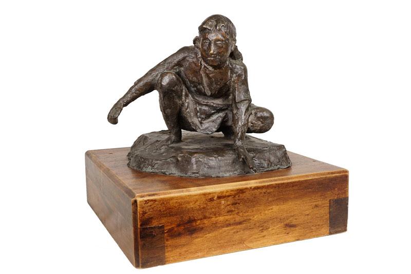 Giacomo Manzù, Bambina che gioca, 1943-1951, bronzo, cm 23x32x24